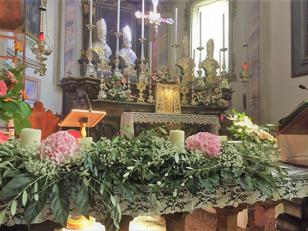 fiori chiesa battesimo